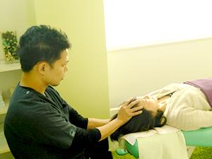 不定愁訴・生理痛改善の治療の様子